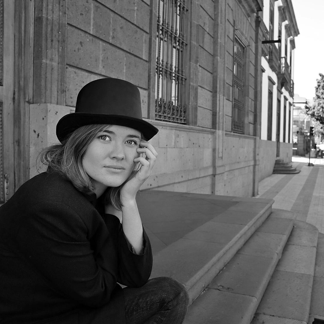 Luna Keller - Singer Songwriter