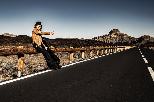 Luna Keller - hitchhiking